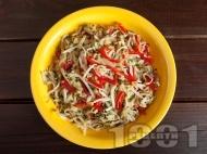 Рецепта Салата от кълнове - соеви, броколи и люцерна, краставица и чушки
